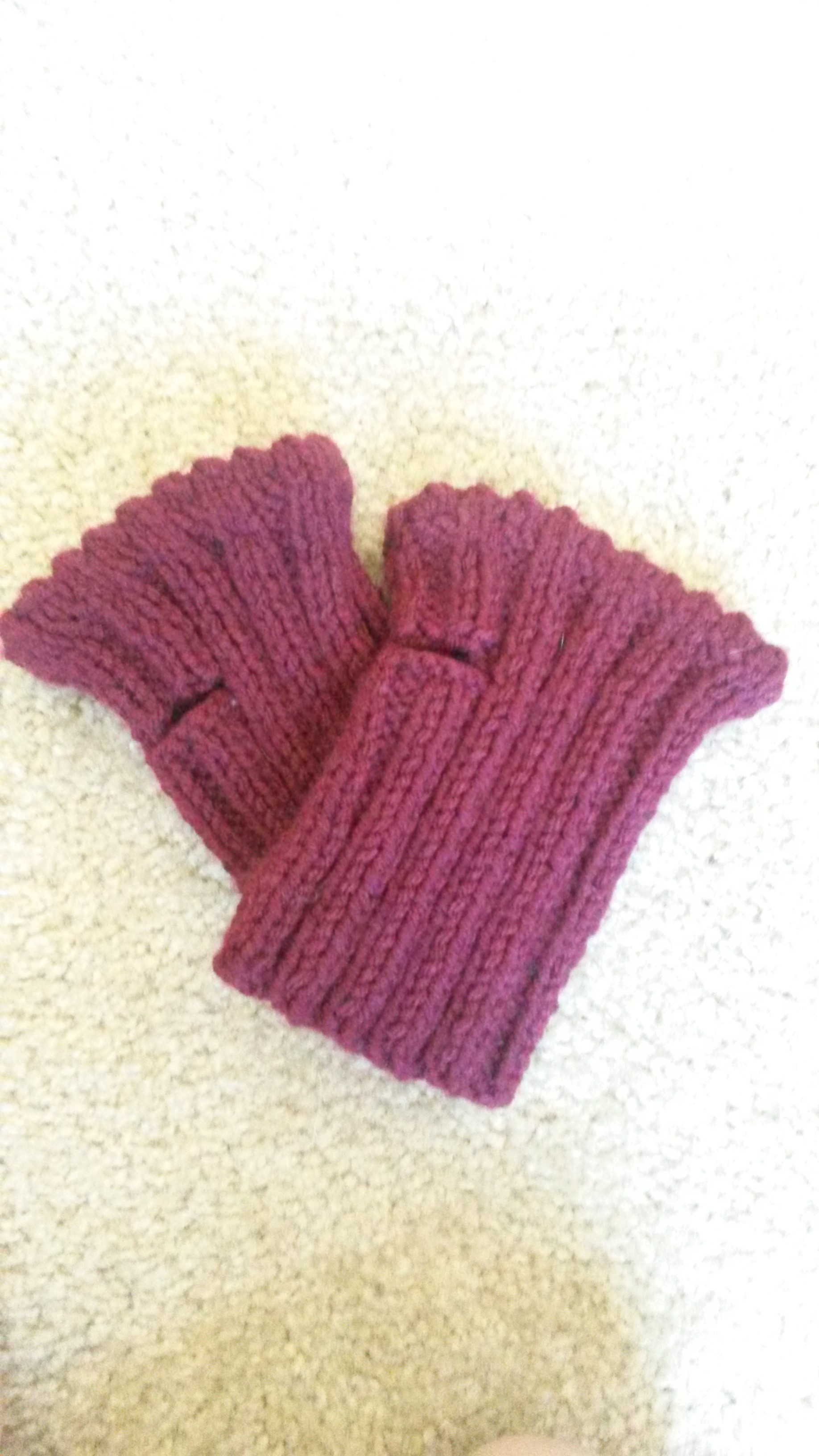 Fingerless Gloves Knitting Pattern Beginner : Short Fingerless Gloves Free knitting pattern - Crafty Tutorials