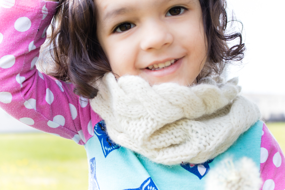 Wavy edge cowl Pattern: knitted cowl pattern for children. Knit cowl pattern size for kids.
