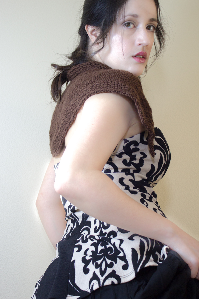 Mo Duinne Capelet - An Outlander inspired Knitting Pattern. Transport yourself to the Outlander time, with this knitting pattern.