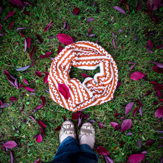 Pumpkin Spice Cowl Free Crochet Pattern. A perfect crochet project for fall and winter. Read on down to find the FREE crochet pattern.